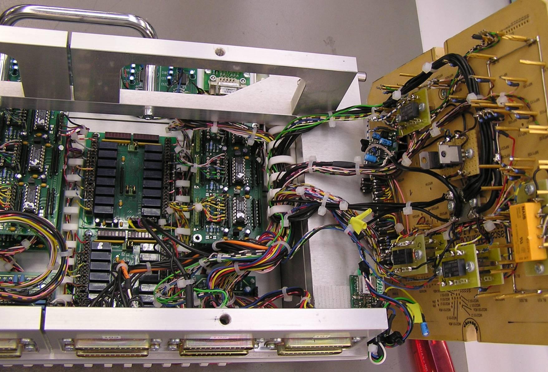 Montage & Verdrahten von elektronische Geräte Baugruppen